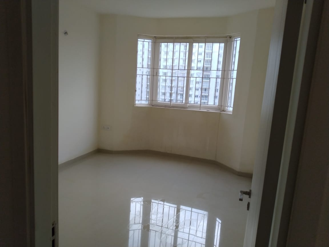 3.5 Bhk flat for sale in Dlf Garden city